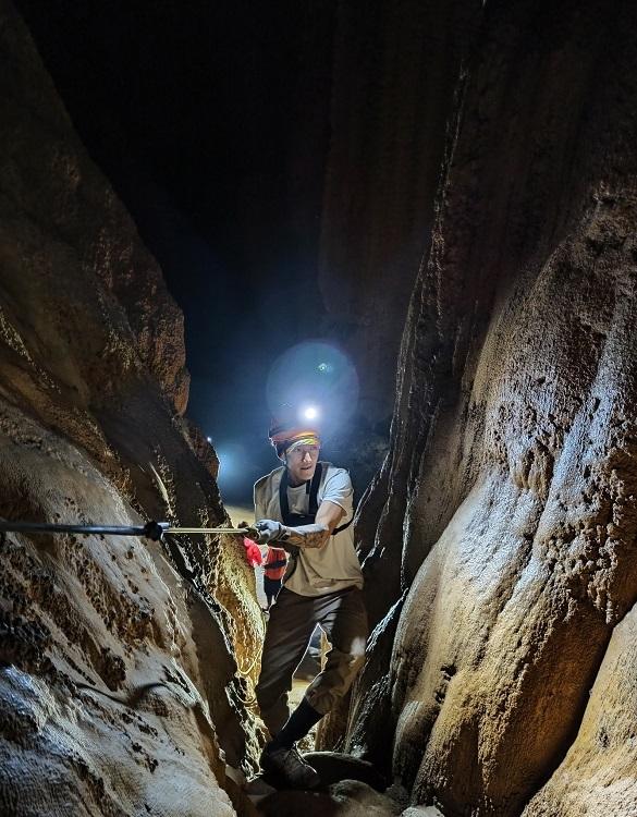 Quang in En Cave