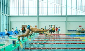 Swimmers break slew of records at national junior championships