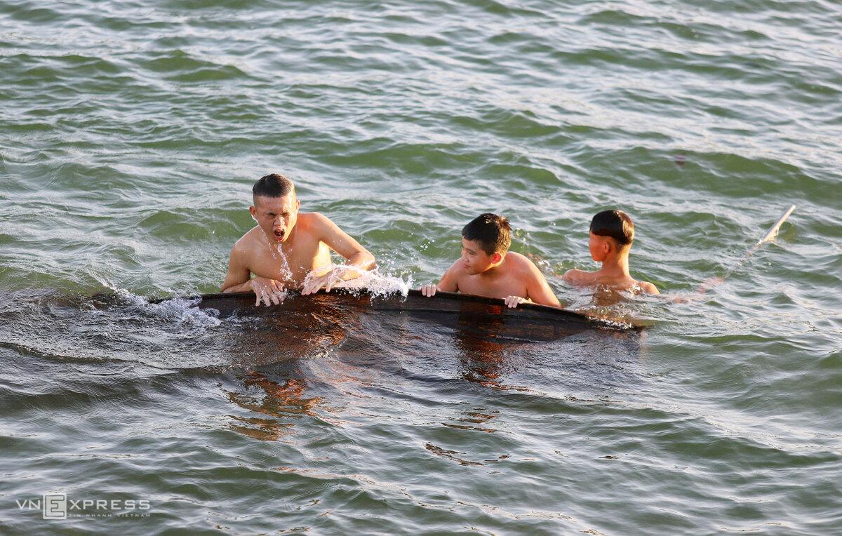 Locals strip off the heat at Ke Go Reservoir