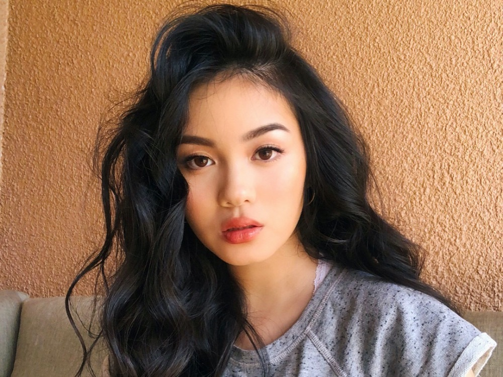 Jessica Vu has 1.3 million YouTubesubscribers. Living in America, Vu speaks English in most of herclips and asks her fathers support for Vietnamese subtitles. Vu is famous for her creative makeup styles, including soft shy girl and back to school, etc.