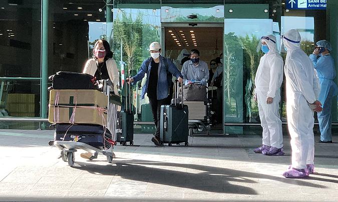 440 Vietnamese fly home from Singapore, Malaysia, Africa to evade coronavirus