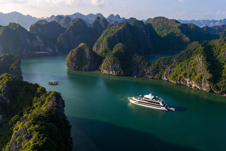 Stellar of the Seas Cruise is the first cruise with yacht style in Ha Long Bay.