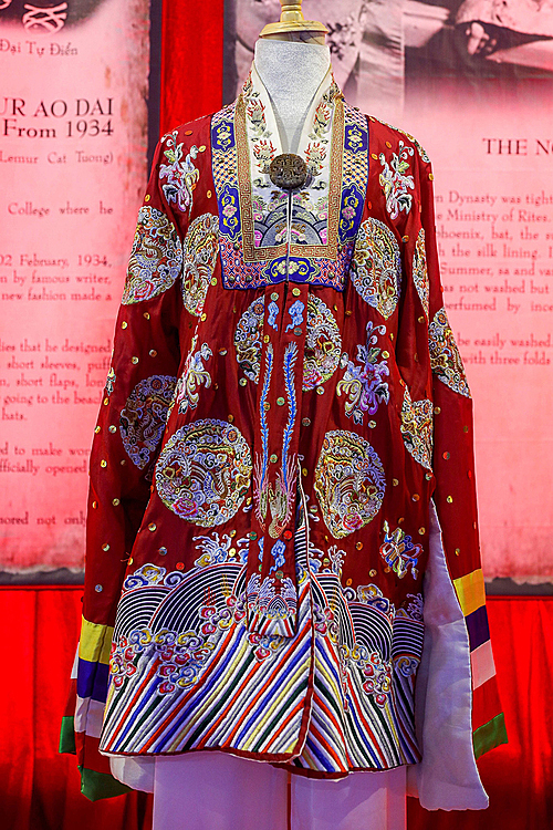 In the 20th century, Nguyen Dynasty were strict when it came to wearing ao dai in the palace. All patterns, matarials and designs were regulated carefully. As the dyed fabric can be faded easily, ao dai the place were hung and put in wooden boxes with incense instead of being washed.