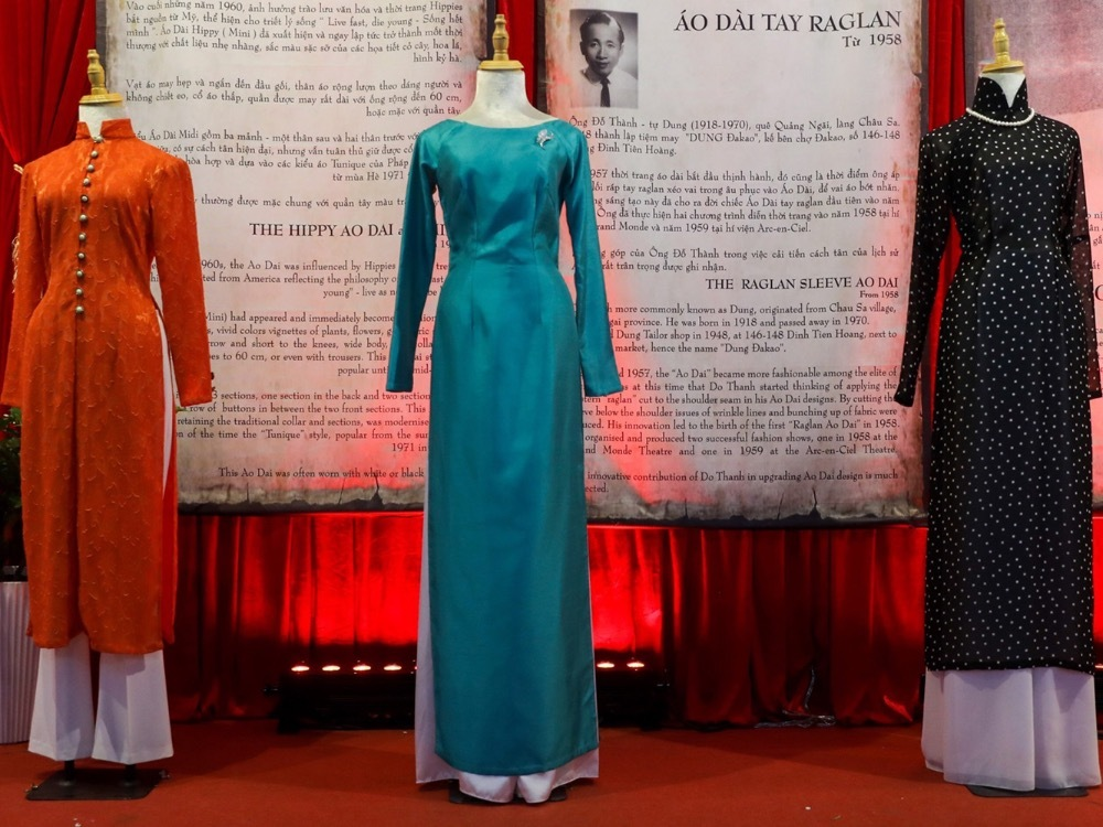 From right to left: high-collar ao dai, ao dai with raglant sleeves and midi ao dai. In the 1950s, the popularity of corsets made women prefer ai dai chit eo (ao dai with the waspy waist) with high collars to show their curves. In 1958, director Thai Truc Nha invented ao dai with boat necks, helping women show off their shoulder and feel more comfortable while wearing the outfits. In the same year, raglan ao dai (a dress with raglan sleeves and a diagonal seam that runs from the collar to the underarm) was also created. Midi ao dai consists of three pieces, two in the front and one behind.