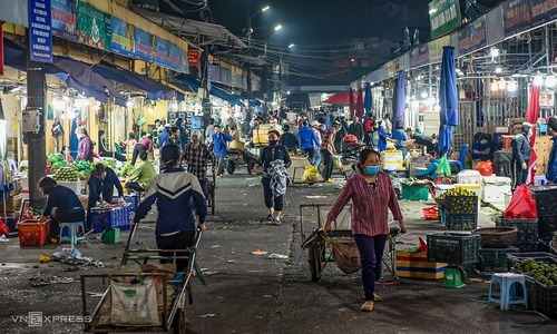 Vietnam economic slump yet to hit bottom: experts