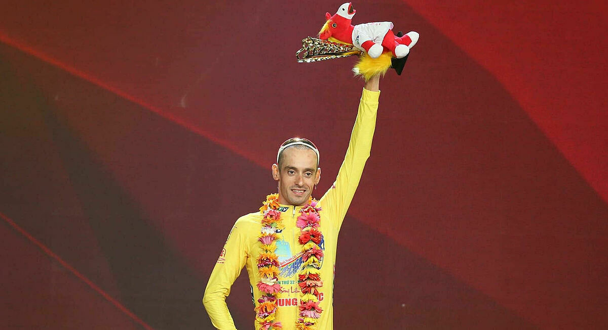 Javier Sardá Perez on the winning podium at the HTV Cup closing ceremony in HCMC, June 7, 2020. Photo by HTV.