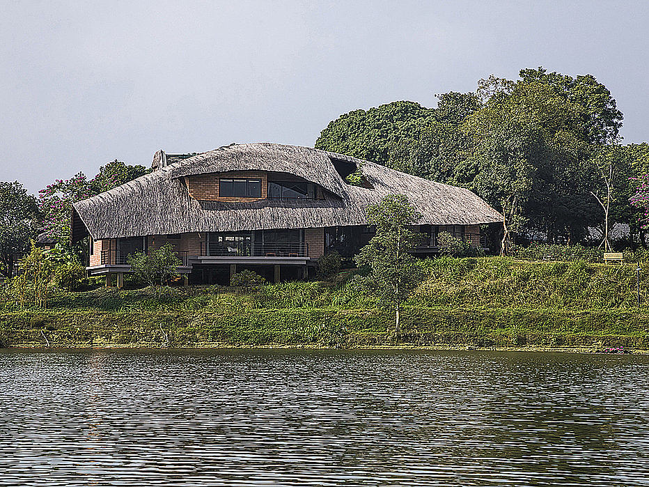 Located in Hanois Son Tay Town, the house lies next to a river and reflects typical northern Vietnamese architecture with wooden furniture and thatched roof. The house is also surrounded by a lot of trees and a river.