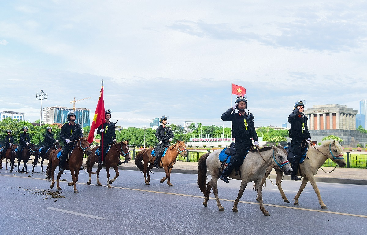 A parade by the mounted police force in front of the Ho Chi Minh Mausoleum and the Parliament building  on Hanois Doc Lap Street is approved by National Assembly delegates on Monday morning.