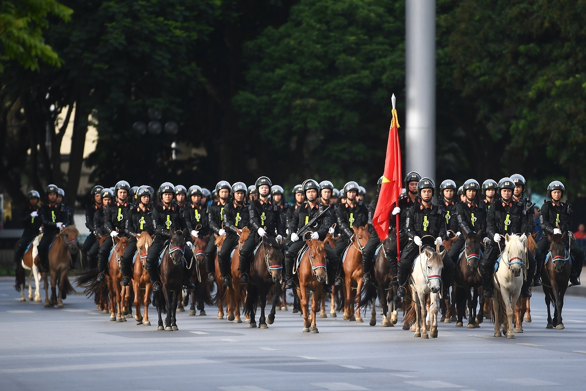 The parade consisted of 60 horses and several mobile police officers, led by two white horses.The mounted police force, which operates under the Mobile Police Force Command of the Ministry of Public Security, was formed in early 2020. The force directly train and utilize horses to fight crimes, as well as taking care of and breeding more horses.