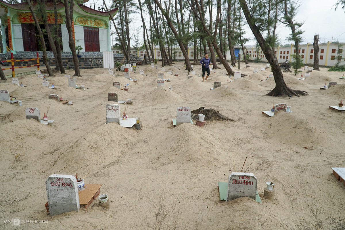 The cemetery spreads 2,000 square meters in Phuoc Hai Fishing Village in Dat Do District of Ba Ria-Vung Tau that neighbors Ho Chi Minh City. Established in 1999, this place is where 455 whales are laid to rest. Villagers and fishermen believe that whales embody what is holy and luck and for that, they worship the whales, either alive or dead.To fishermen in Vietnam, especially on the central and southern coasts, the whale is not just any animal; it is worshiped as Ca Ong, or Lord Whale, who protects them at sea. Ca Ong is a deity who helps them overcome all hazards at sea, and so fishermen pray to the whale for a safe trip every time they go fishing. This is a practice that has been in vogue for generations.To Phuoc Hai villagers, whales are also Ca Ong. The first one to find a whale die would be treated as the oldest child in the family and must mourn the death with all ritual as applied for the funeral of a parent or grandparent.