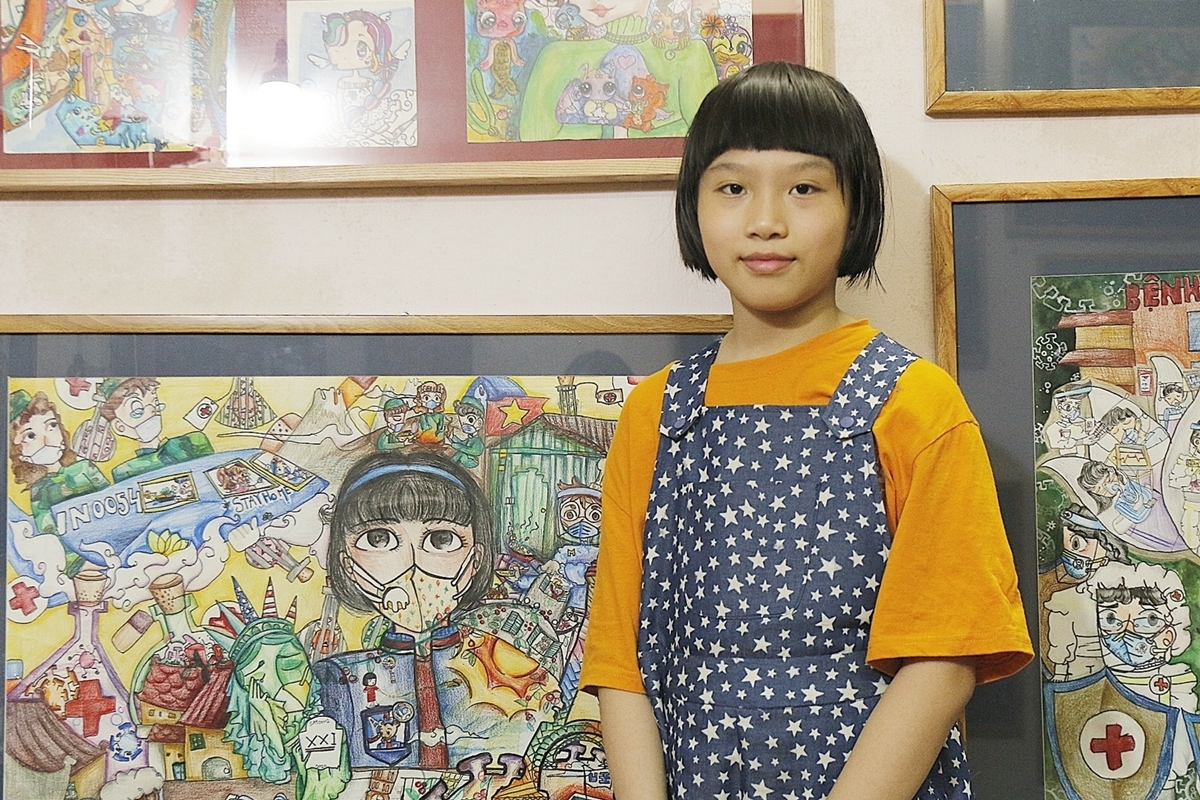 Nguyen Doi Chung Anh stands next to her paintings in Hanoi. Photo by VnExpress/Thanh Hang.