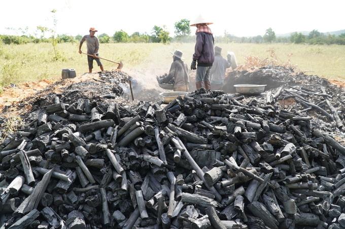 A kiln produces around 600 kilograms of charcoal.VnExpress / Viet Quoc's photo.