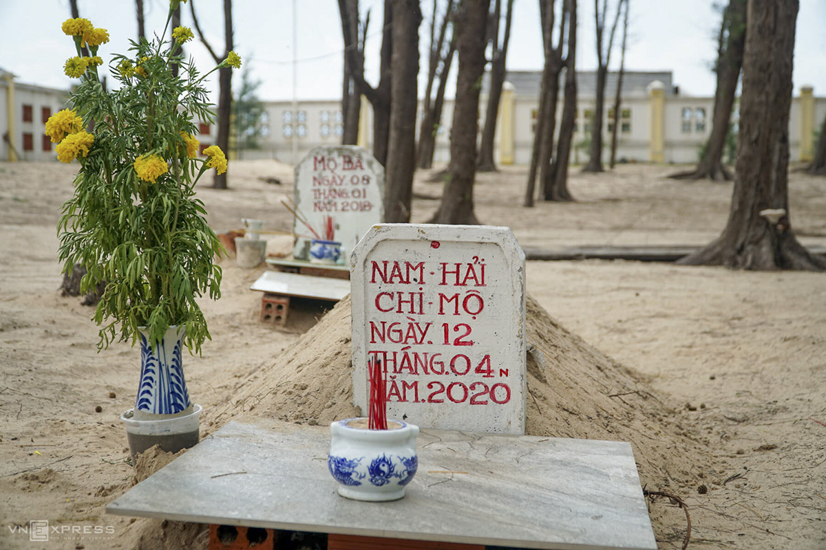 On each of the grave, villagers not the date when the whale was found dead, and the name of the owner of the boat that detected the incident. Danh Huong, 70, who is in charge of taking care of the cemetery, said tens of whales were found dead each year, mostly in the beginning months the year.