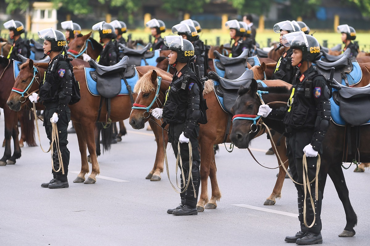 The horse species used have good, resilient health, capable of adapting to different situations and is suitable for patrol and resolve protest situations, especially in remote areas where normal vehicles could not be used. The mounted police force would fight crimes, patrol and perform rescues in mountainous areas, as well as maintaining security in cities, said the police.