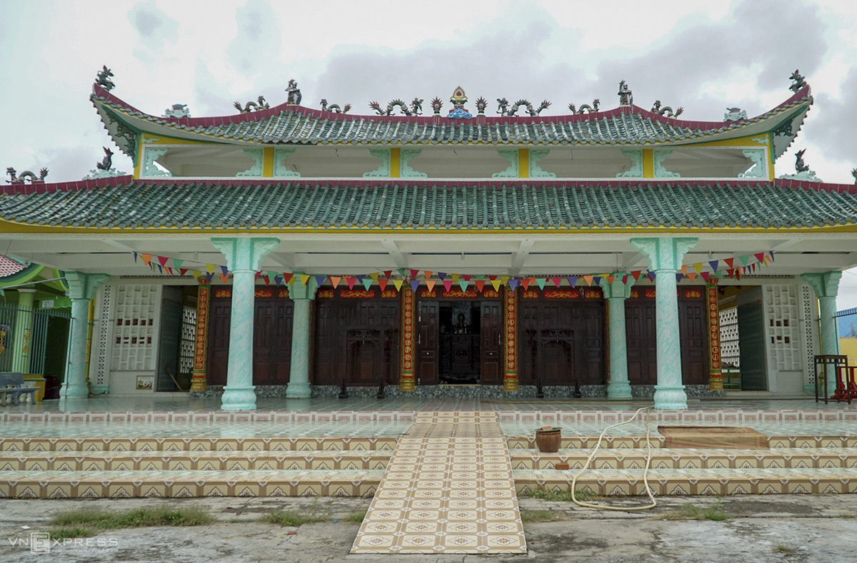 A palace to worship whales that has existed since the 19th century.Nguyen Ngoc The, head manager at the palace, said whales were initially buried inside the precinct of the place but 21 years ago, villagers had reclaimed the land next to the palace and turn it into a cemetery for whales, the biggest of its kind in Vietnam.