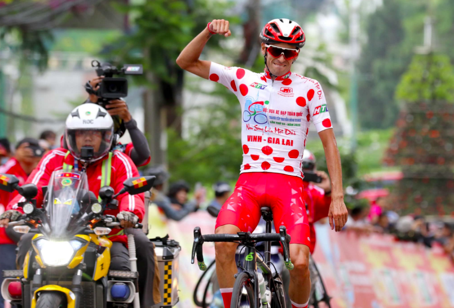 Javier Sarda Perez wins stage 15 of the HTV Cup in Da Lat on June 4, 2020. Photo by HTV.