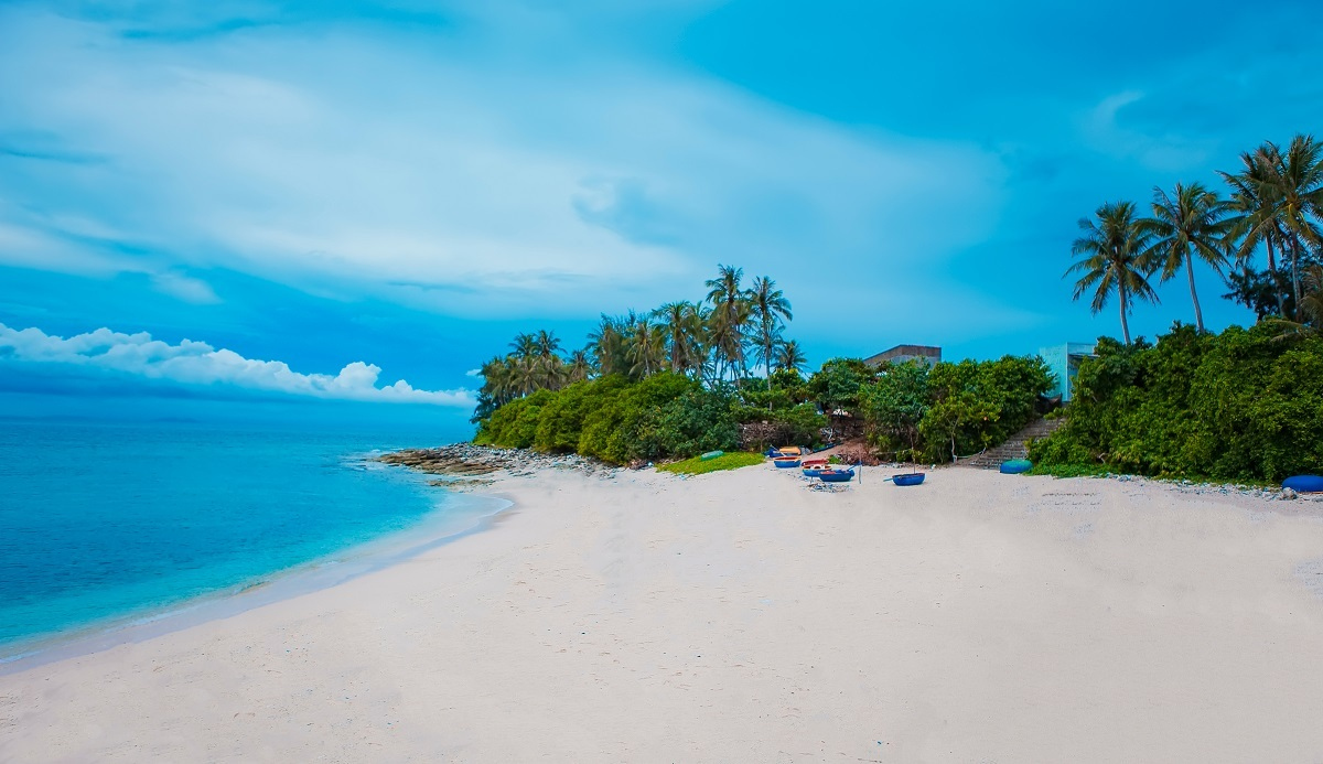 A beach on Small Island in Ly Son. Photo by Shutterstock/Big Pearl