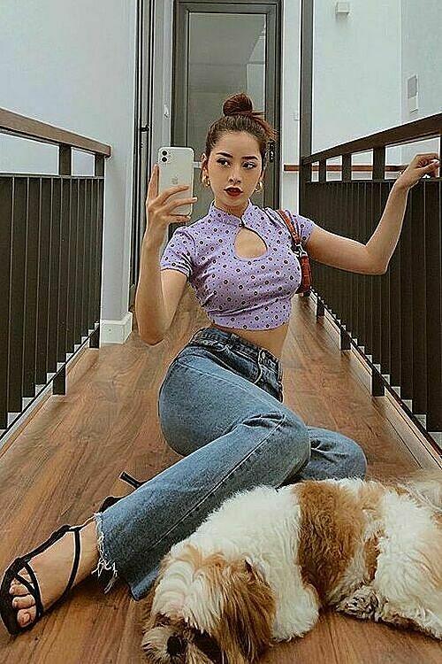 Singer Chi Pu chooses a purple croptop for her trendy summer look.
