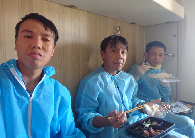 Three Chinese workers have a meal on a train that arrived in Quang Ngai Province in central Vietnam on June 12, 2020. Photo courtesy of Hanoi Railway Transport JSC.