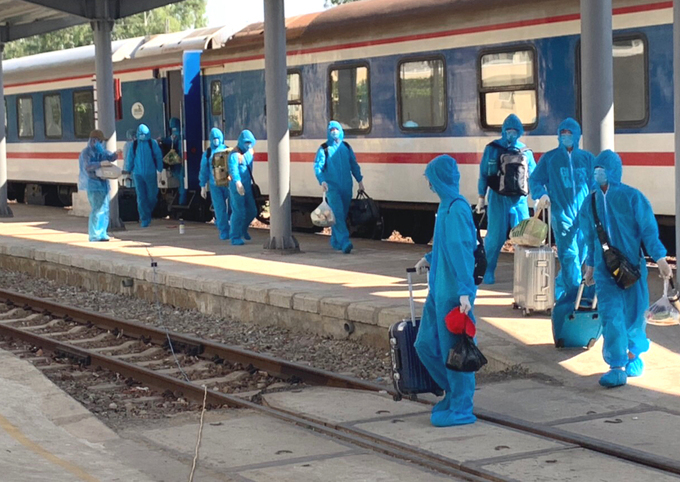 Chinese workers in protective clothing arrive by train in Quang Ngai Province in central Vietnam, June 12, 2020. Photo courtesy of Hanoi Railway Transport JSC.
