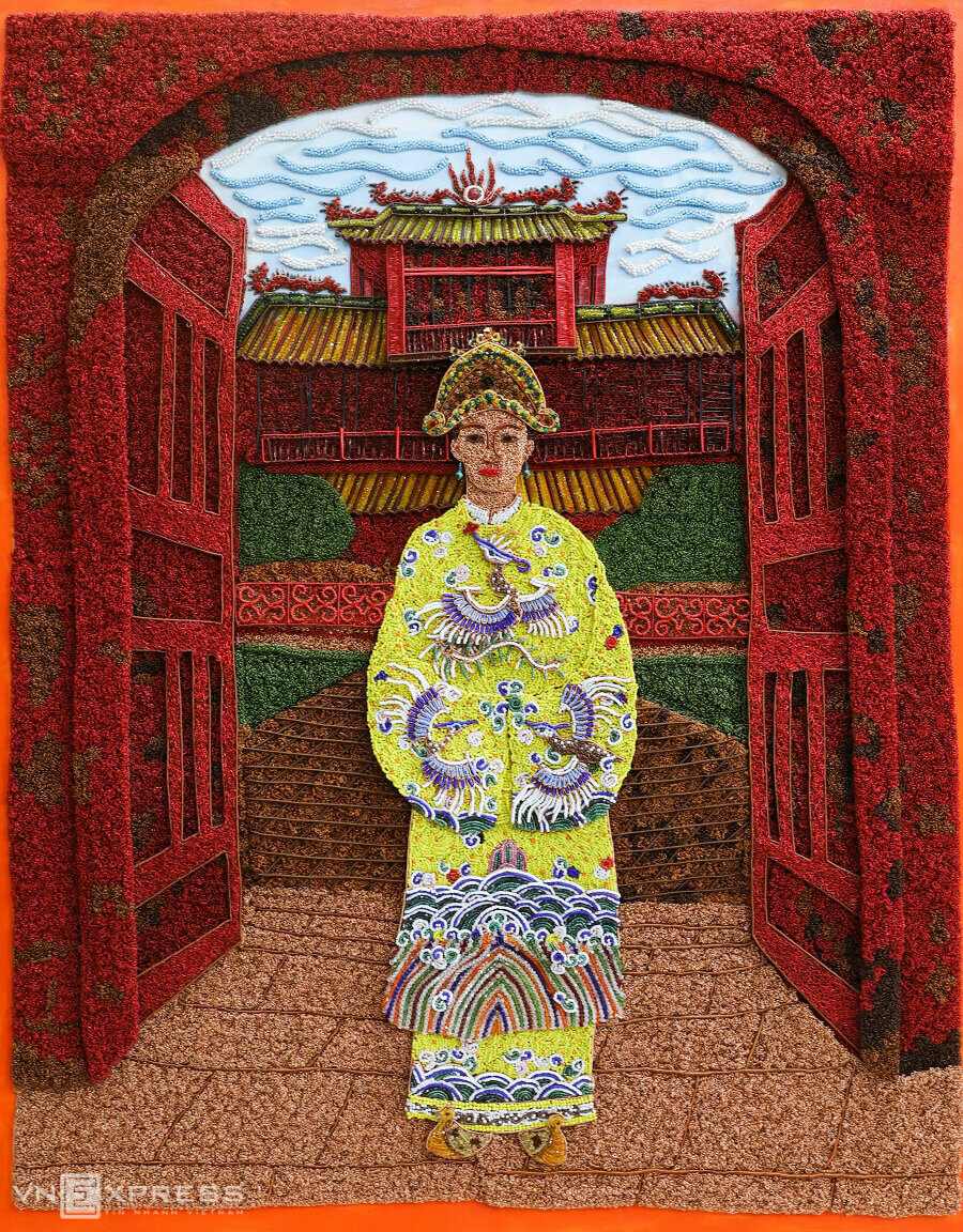 An art work worth VND150 million (around $6,400) of Empress Nam Phuong, the first wife of King Bao Dai (reining 1926 to 1945), the last emperor of Vietnam.Phuong has sold half of the total 70 art works, with each costs from a few dozen to hundreds of millions (VND10 million = $430). She said that a beautiful copper wire picture requires usage of color, harmonious composition and soft movements. But she said the toughest past is creating the spirit of the eyes.