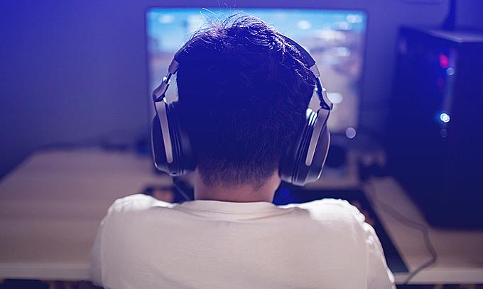 A boy plays computer games. Photo by Shutterstock/koonsiri boonnak.