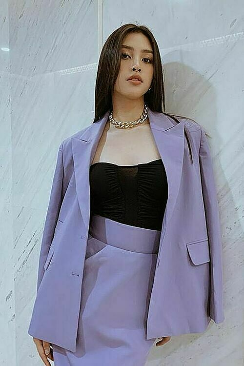 Tieu Vy, Miss Vietnam 2018, opts for a complete purple head-to-toe look.