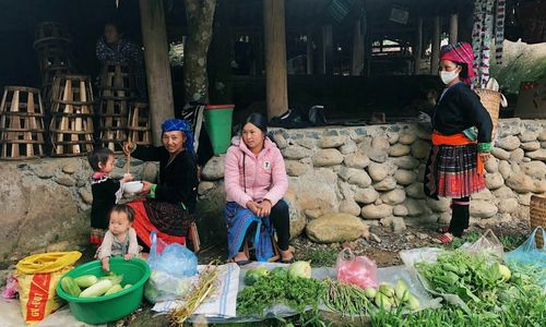 A day with the H'mong up in northern Vietnam mountains