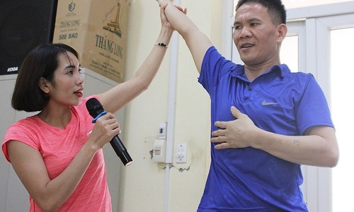 Blind Hanoians get their Zumba groove on