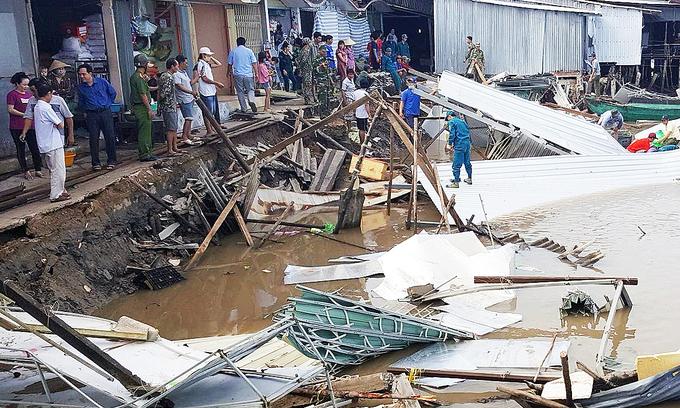 Erosion devours 12 Mekong Delta homes