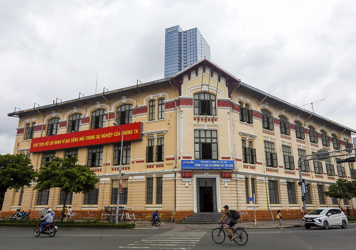 The facade of the complex, which stands in front of Saigons iconic Ben Thanh Market. Photo by VnExpress/Quynh Tran