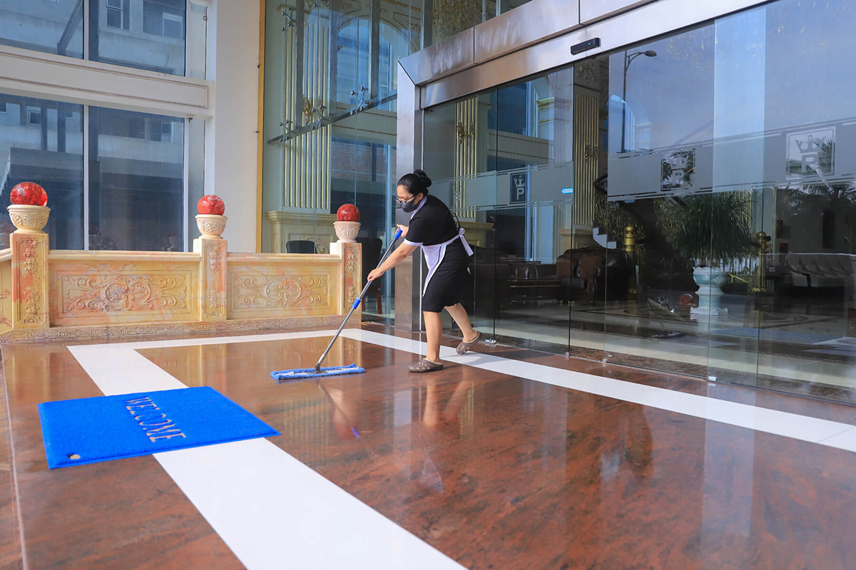 A staff cleans the front yard of a hotel in Da Nang City in central Vietnam as the hotel is reopened to receive customers after a period of social distancing, May 2020. Photo by VnExpress/Nguyen Dong