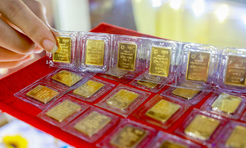 Vietnam gold prices climb to record levels