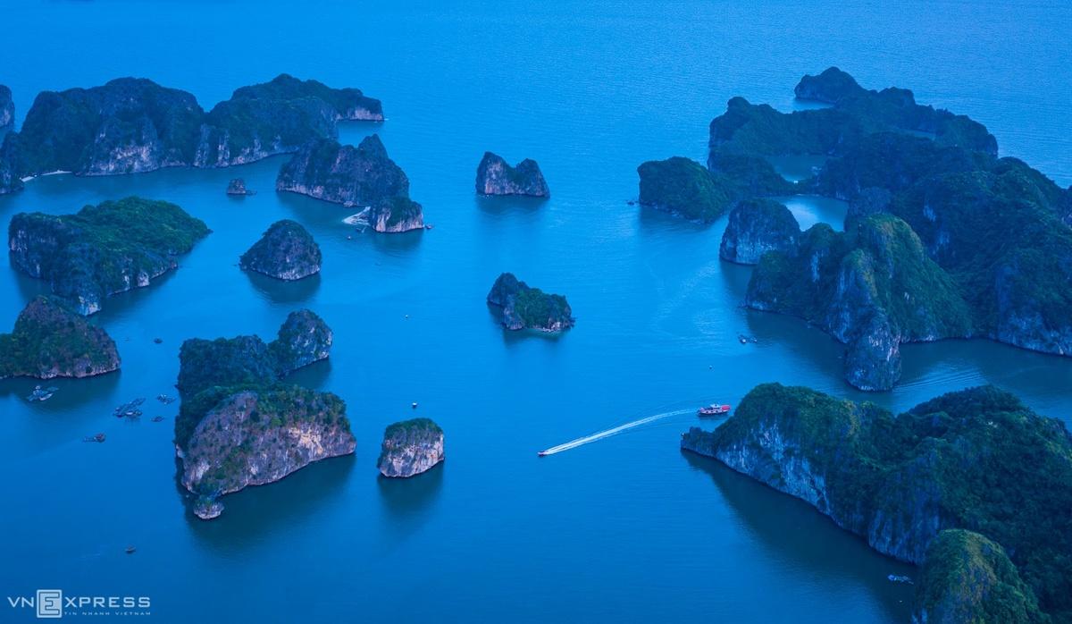 Bird-eye views accentuate paradisiacal beauty of Lan Ha Bay