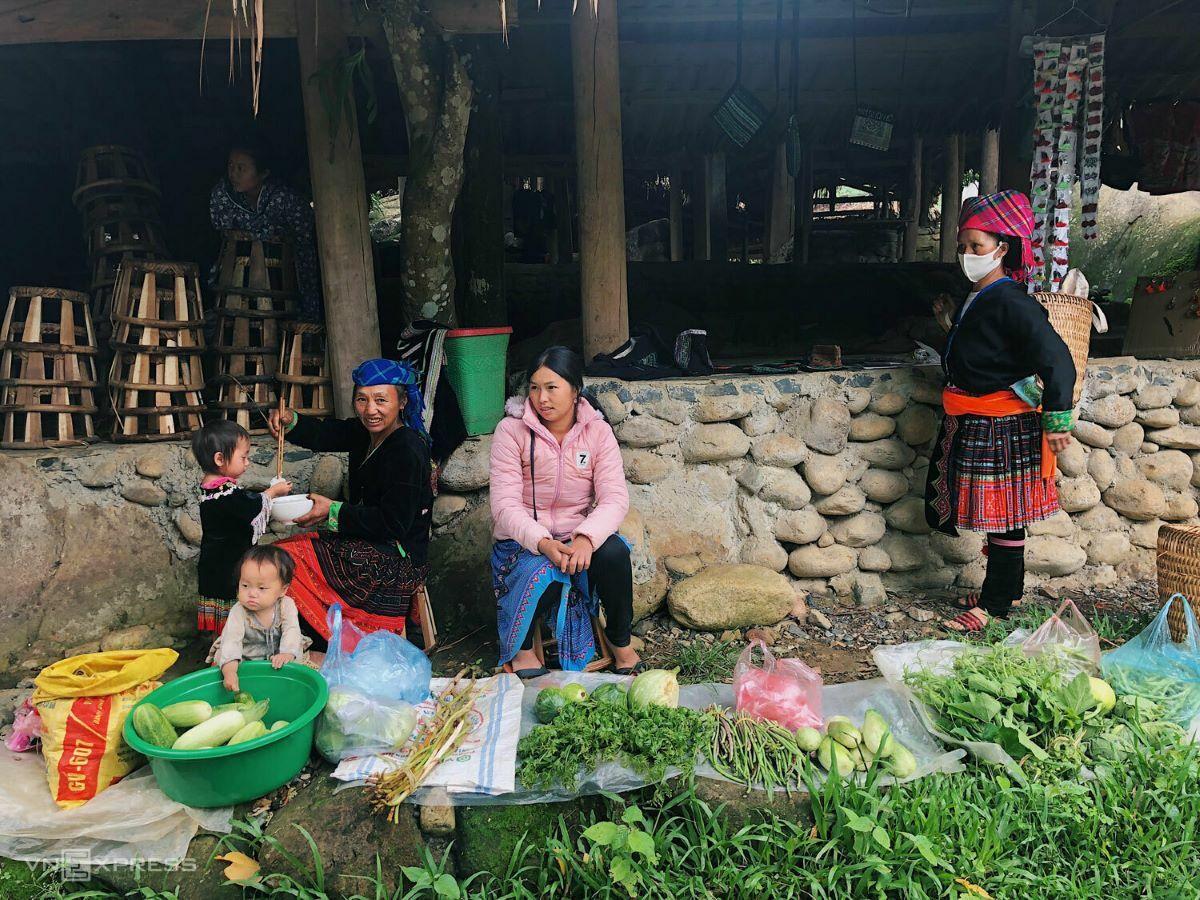 A market in Sin Suoi Ho.