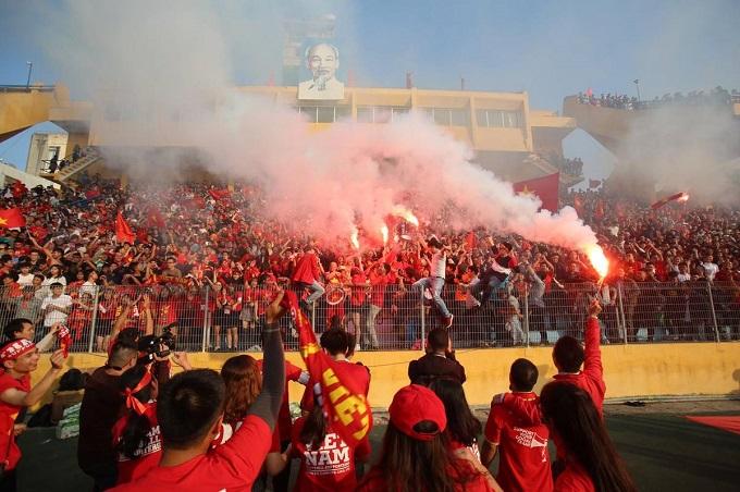 The fans cheer when Vietnam hit a goal.