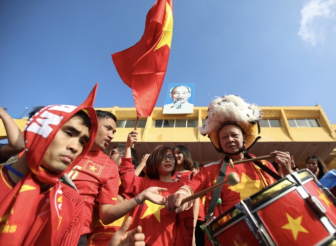 The fans put on red shirts with yellow star, many brought drums and horns to show their support for the team.
