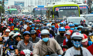 HCMC mulls cashless minibus lines