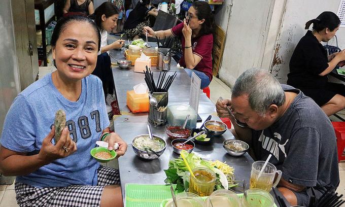 Saigon eatery a favored spot for fans of central Vietnam cuisine