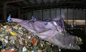 Blocked landfill queues Hanoi garbage crisis