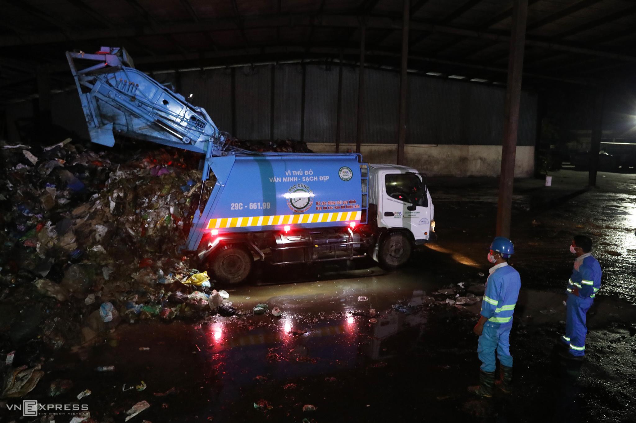 Blocked landfill queues Hanoi garbage crisis