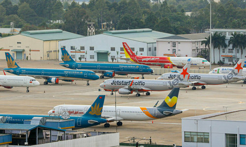 Vietnam closes skies to new airlines for now