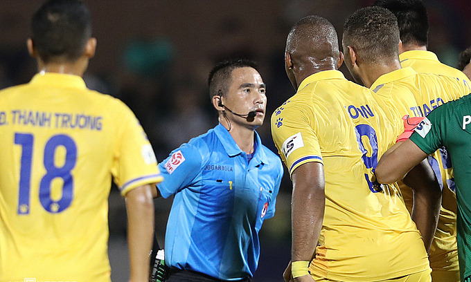 Referee error causes V. League 1 suspension