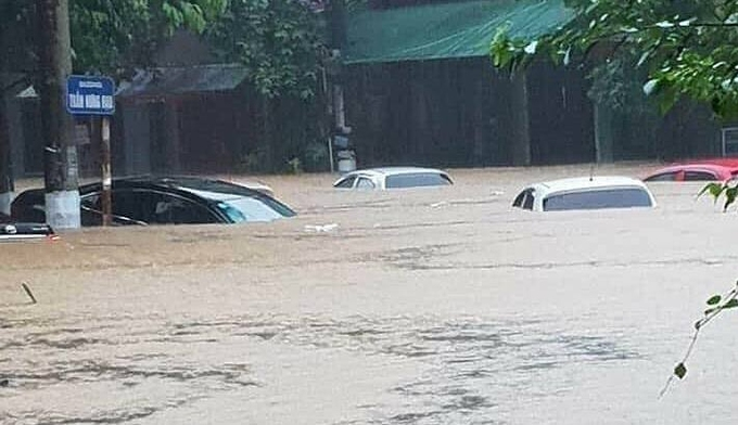 Flooding almost bury cars on a street in Ha Giang Town, the capital of Ha Giang Province, July 21, 2020. Photo by VnExpress/Xuan Hoa.