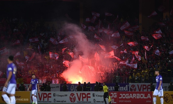 Stadium flare-up triggers penalty in Hanoi