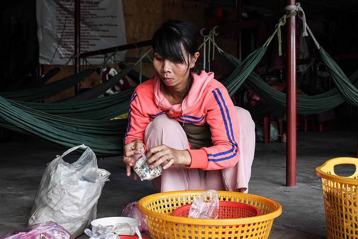 Loan and her quail eggs at the hammock place, where she has stayed for more than a year. Photo by VnExpress/Diep Phan.
