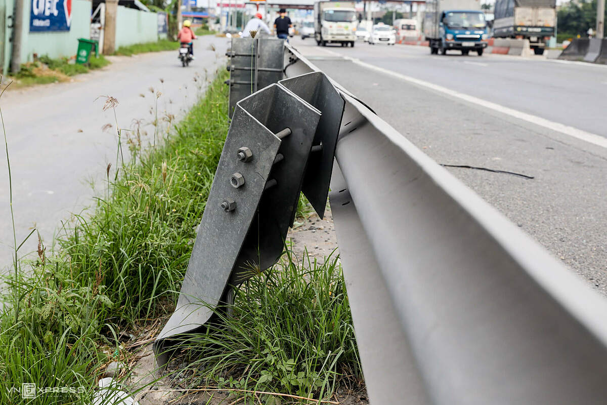 A barrier with local roads near the damaged Than Cuu Nghia toll station.