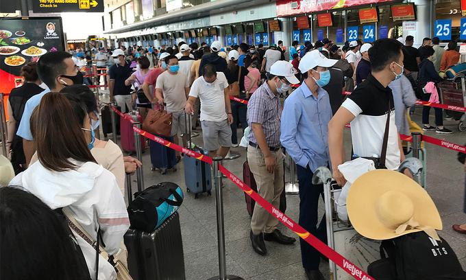 Vietnam brings back Covid-19 protocols for public transport