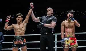 Vietnamese Muay Thai champ to auction medal, gloves for charity