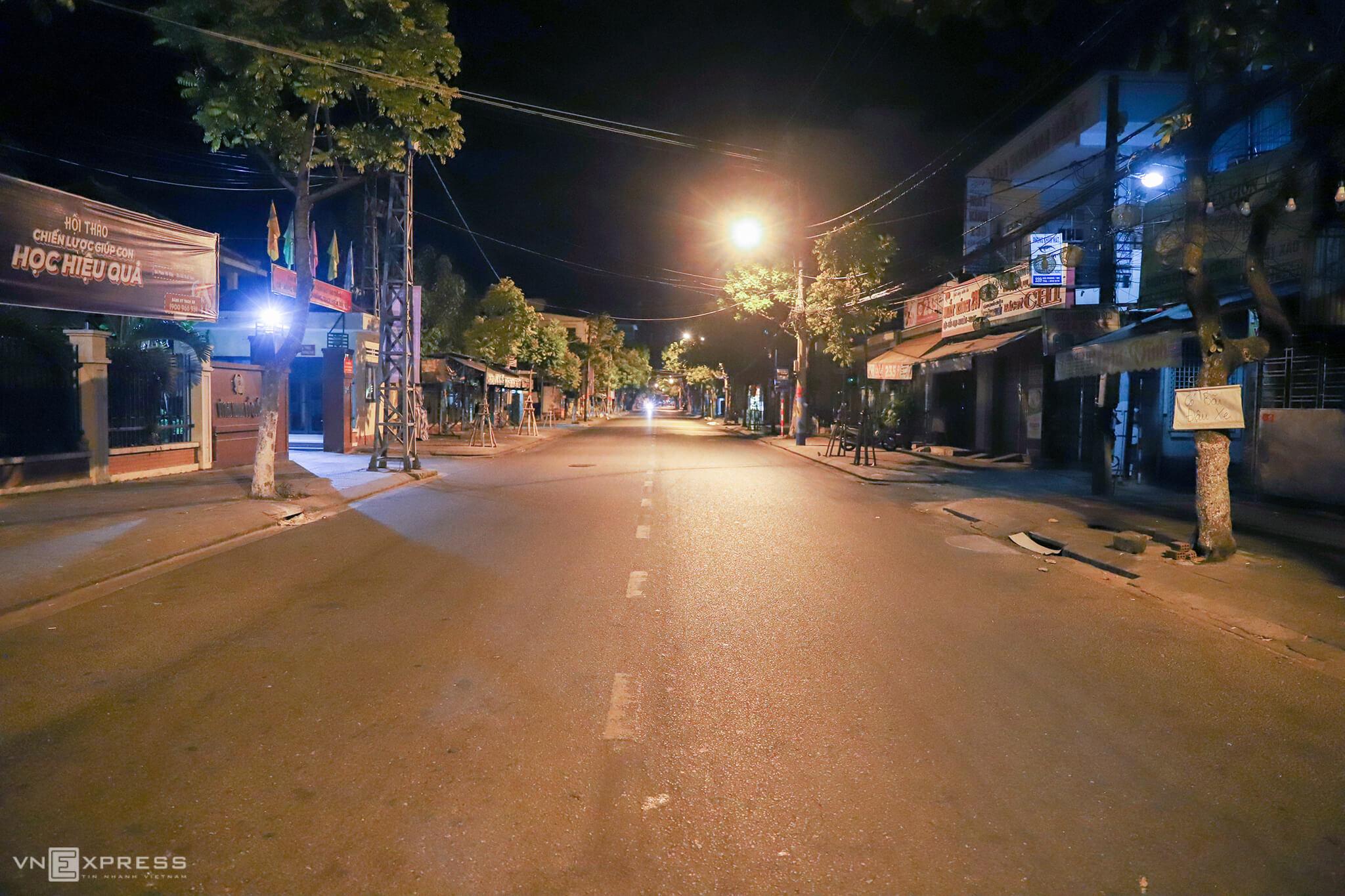 Da Nang falls quiet under semi-lockdown